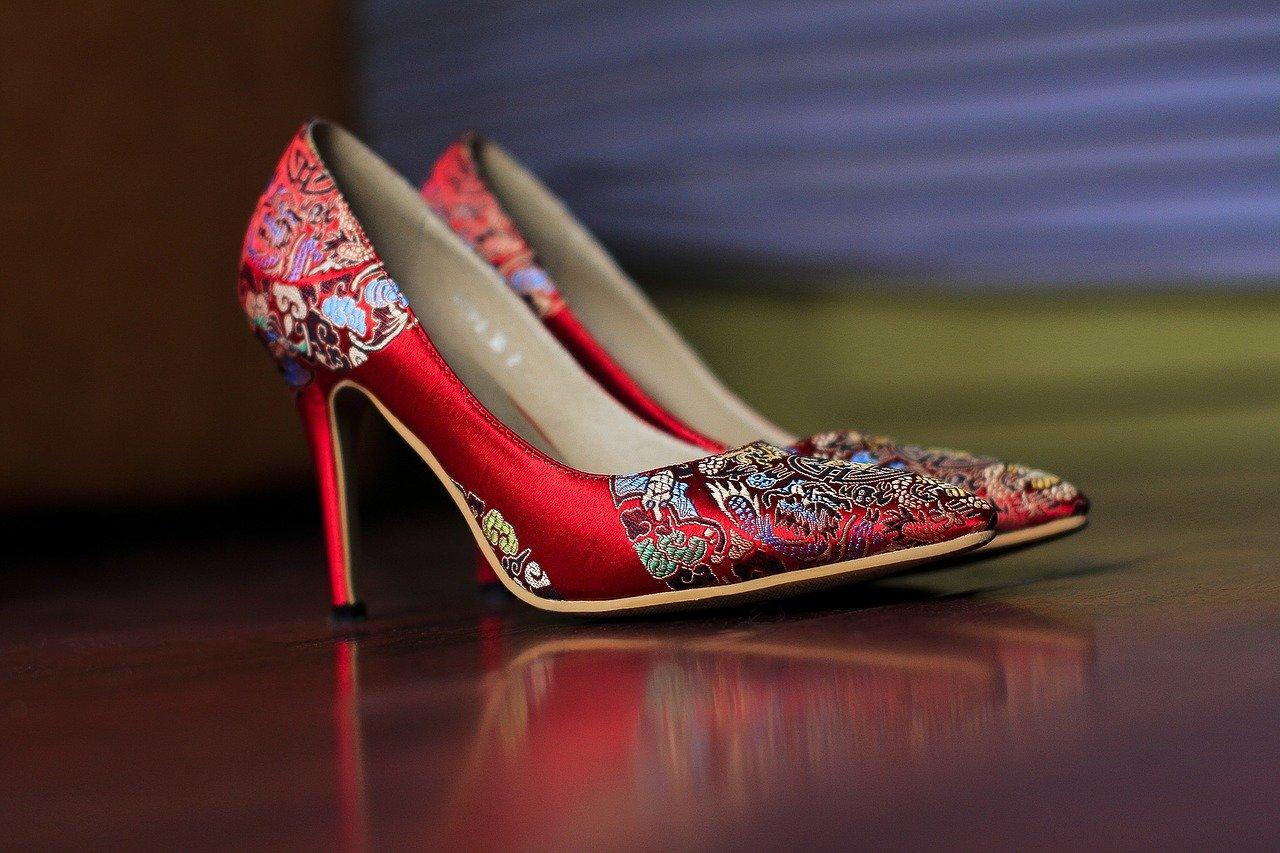 Ex klaagt vrouw aan vanwege dure schoenencollectie